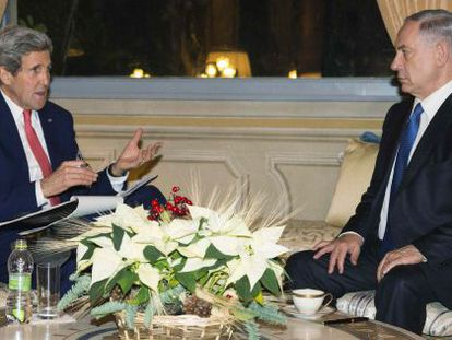 John Kerry, dos EUA, e Benjamin Netanyahu, de Israel, em Roma.