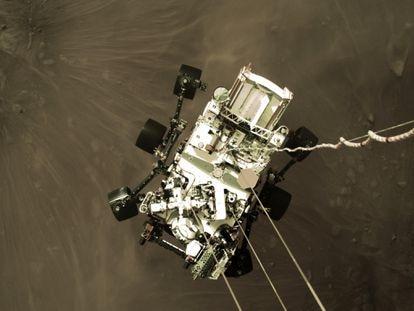 O rover Perseverance, da NASA, após pousar na cratera de Jezero, em Marte, em 18 de fevereiro de 2021.