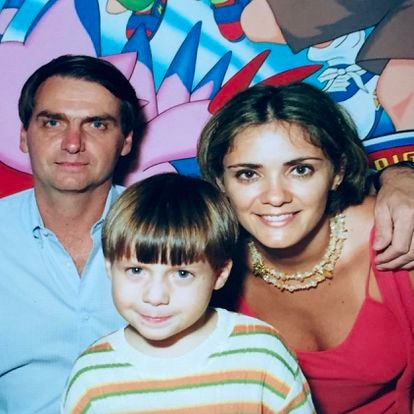 Jair Bolsonaro, Renan Bolsonaro e Ana Cristina Valle, em uma imagem compartilhada nas redes sociais da ex-esposa.