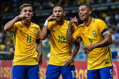 Coutinho, Neymar e Jesus, o trio de ataque.