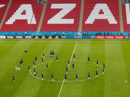Seleção espanhola treina na Kazan Arena, local da partida contra o Irã.