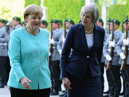 Theresa May diz que o processo de divórcio só começará em 2017 Antes disso, o tempo será levado para fixar seus objetivos nas negociações