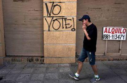 Pichação conclama a não votar nas eleições presidenciais deste domingo.