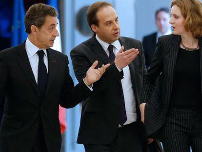 Sarkozy com o centrista Jean-Christophe Lagarde e a vice-presidenta da UMP, Nathalie Kosciusko-Morizet.