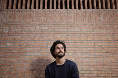 O cientista e ensaísta francês Pablo Servigne, autor de 'Colapsología', retratado nesta segunda-feira em Barcelona.