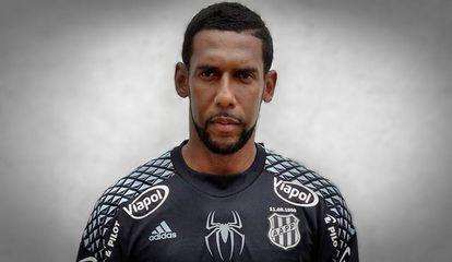 Goleiro Aranha foi chamado de macaco por torcedores do Grêmio.
