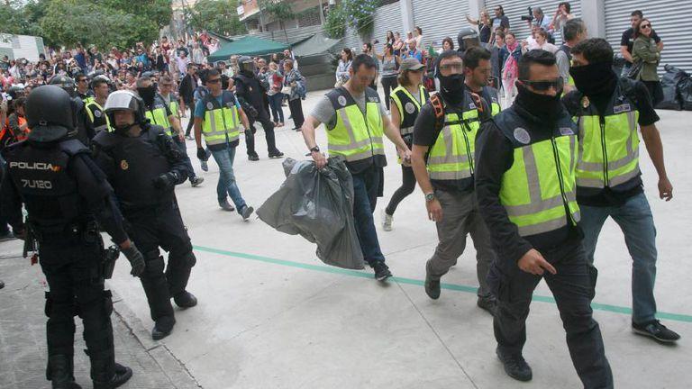Polícia nacional apreende urnas durante referendo