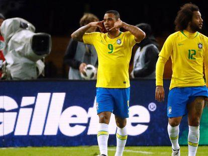 Gabriel Jesus comemora o único gol do jogo.