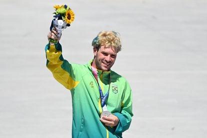 Pedro Barros, 26 anos, conquista a medalha de prata para o Brasil no skate 'park' nos Jogos Olímpicos de Tóquio, nesta quinta-feira.