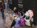 Una familia vive en situación de calle en Buenos Aires.