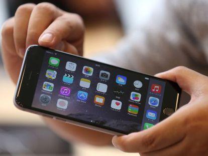Uma imagem do novo iPhone com iOS 8.