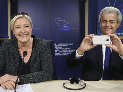 Os líderes da ultradireita da França e Holanda, Marine Le Pen e Geert Wilders.