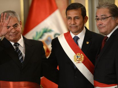 Humala, ao centro, e Walter Albán à direita.