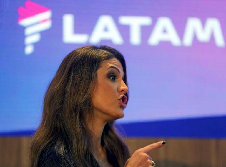 Claudia Sender, presidente da TAM, durante anúncio.