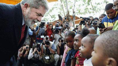 Lula em Moçambique em 2003.