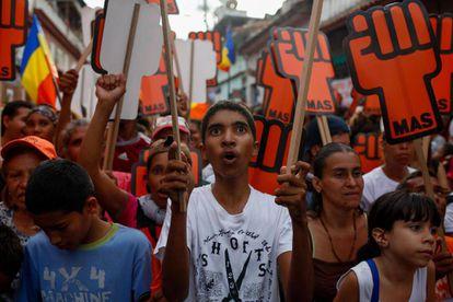 Simpatizantes do oposicionista Henri Falcón, nesta segunda-feira, em Caracas.