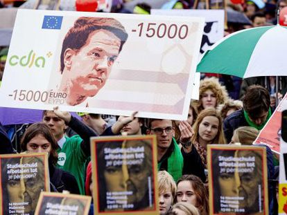 Manifestação contra os cortes do Governo, em novembro em Haia.
