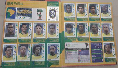Roque Júnior, Júlio Baptista e Renato estão no álbum da Copa de 2006, mas não foram convocados ao Mundial.