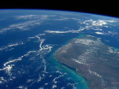 Área em que caiu o meteorito de Chixculub na Península de Yucatán, vista do espaço.