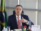 O ministro do TSE, Luís Roberto Barroso, em reunião com presidentes de Tribunais Regionais Eleitorais, em 1º de Maio.