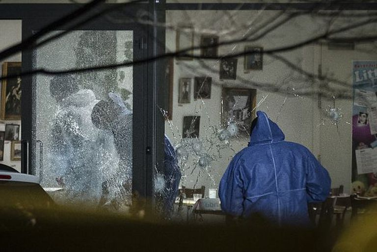 Impactos de bala no centro cultural de Copenhague.