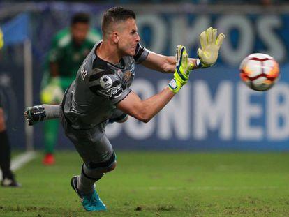 Marcelo Grohe brilha na decisão por pênaltis contra o Independiente.