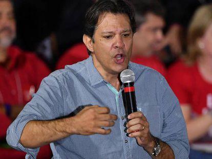 Fernando Haddad discursa durante a convenção do PT no último sábado, 4