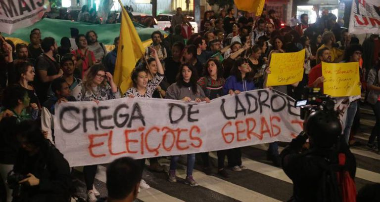 Mulheres participam de ato contra Temer em maio.