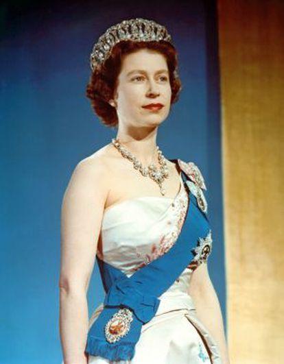A rainha Elizabeth II no dia de sua coroação: 2 de junho de 1953.