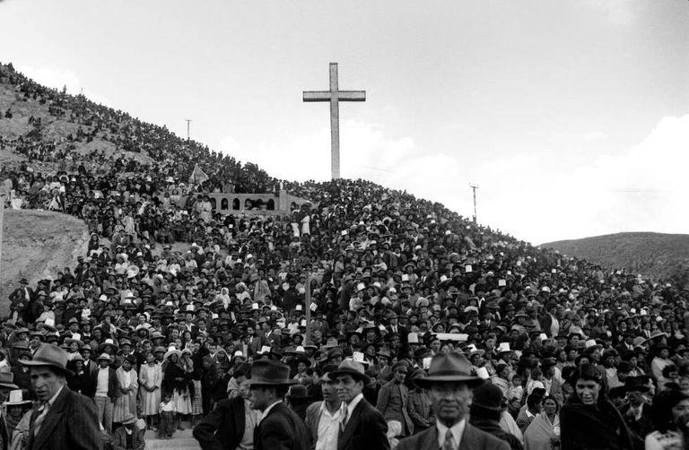 Congresso na gruta da cidade de Oruro, na Bolívia, em 1938.