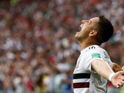 Chicharito celebra seu gol.