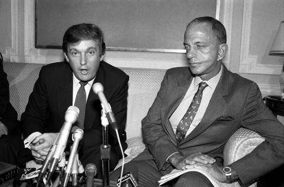 Donald Trump com seu advogado Roy Cohn, no início dos anos oitenta.