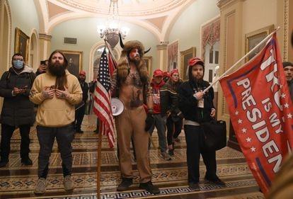 Seguidores de Trump no Capitólio, nesta quarta-feira.