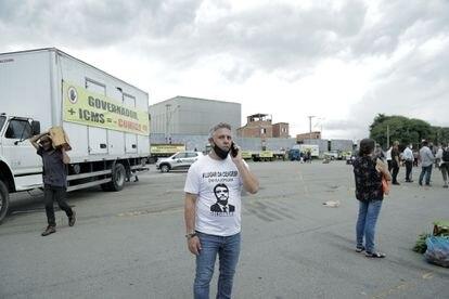 No estacionamento da Ceagesp, caminhões exibiam faixas em protesto contra o Governador e o a alta do imposto.