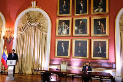 O presidente da Venezuela, Nicolás Maduro, fala a membros da Assembleia Nacional Constituinte no Palácio Legislativo, em Caracas, em 29 de setembro.