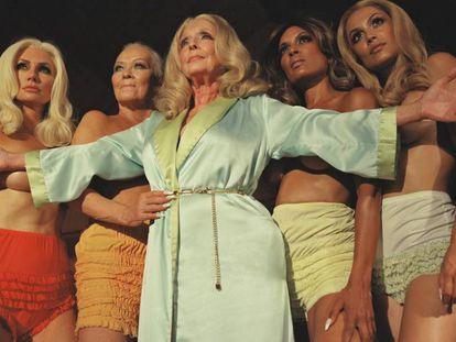 Brande Roderick, Candace Collins, Victoria Valentino, Reneé Tenison e Raquel Pomplun, as cinco modelos de diferentes décadas que voltam à 'Playboy' em uma imagem publicada no Twitter oficial da revista.