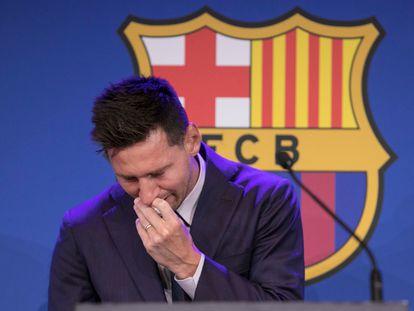 Leo Messi chora na coletiva de imprensa, neste domingo no Camp Nou.