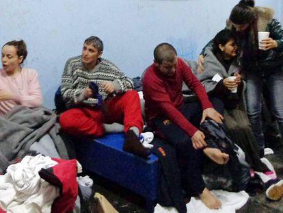Vários sobreviventes na ilha de Kalymnos depois de serem resgatados (Grécia)
