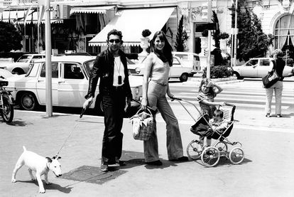 Family photo: Serge Gainsbourg, Jane Birkin and their daughters Kate and Charlotte (in the cart) in 1972.