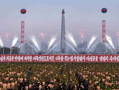 Celebrações neste sábado em Pyongyang pelo lançamento bem-sucedido do Hwasong-15, na quarta-feira passada.