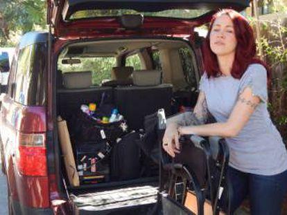 Melissa Murphy fotografada junto com seu material de trabalho.