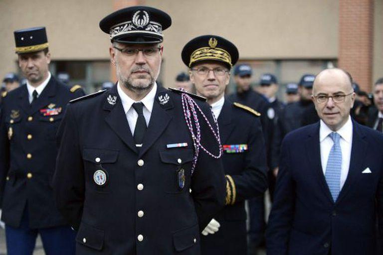 Cazeneuve (à direita), na terça-feira, em Toulouse.