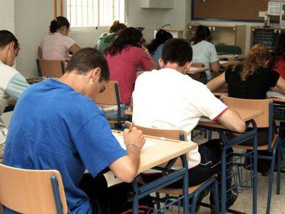Alunos participam do PISA em 2006.