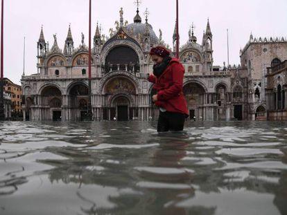Veneza sofre sua pior inundação em 53 anos