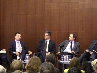 Jornalistas e analistas políticos no CSIS em Washington.