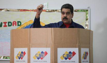 O presidente venezuelano Nicolás Maduro vota neste domingo em Caracas.