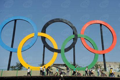 Desfile olímpico de alunos da rede municipal do Rio.