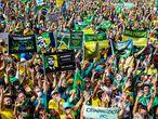 Protesto a favor do presidente Jair Bolsonaro, na avenida Paulista, neste 1° de maio em São Paulo
