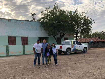 O médico Luan Victor de Almeida, com a equipe da atenção básica em Itaiçaba, no Ceará