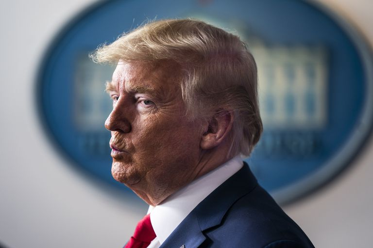 March 22, 2020 - Washington, DC, United States: US President Donald J. Trump delivers remarks on the pandemic in the press briefing room of the White House. Efforts to contain the coronavirus COVID-19 pandemic have caused travel disruptions, sporting event cancellations, runs on cleaning supplies and food and other inconveniences.  (Contacto)   23/03/2020 ONLY FOR USE IN SPAIN